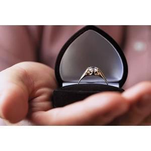 Азбука выбора: чем отличается обручальное кольцо от помолвочного